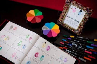 35-non-traditional-and-creative-wedding-guest-book-ideas-8