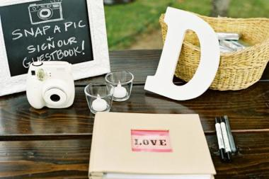 CI-jill-thomas-photography_Wedding-Guest-book-_s4x3.jpg.rend.hgtvcom.616.411