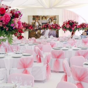 Pink restaurant in which there will be a wedding